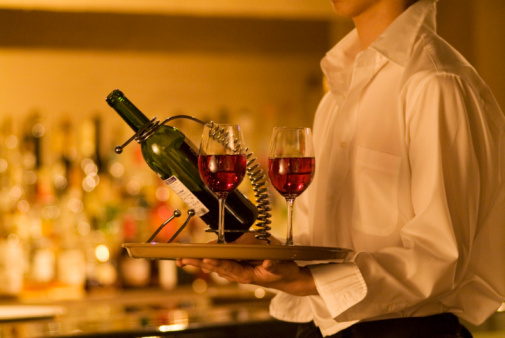 21% btw op alcoholhoudende dranken bij eten in restaurant - Copyright Thinkstock
